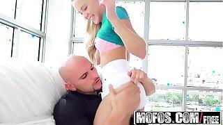 Mofos - Dont Break Me - Blonde Spinner Split in Half starring Hollie Mack